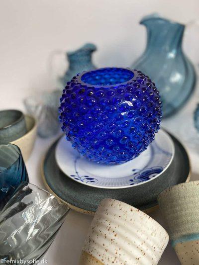 pindsvine vase 18 cm i kongeblå
