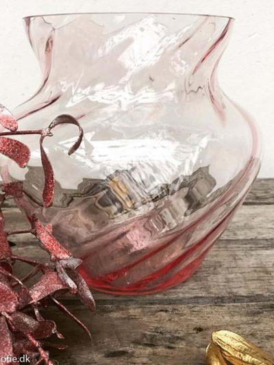 Dahlia swirl vase anna von lipa i rosa