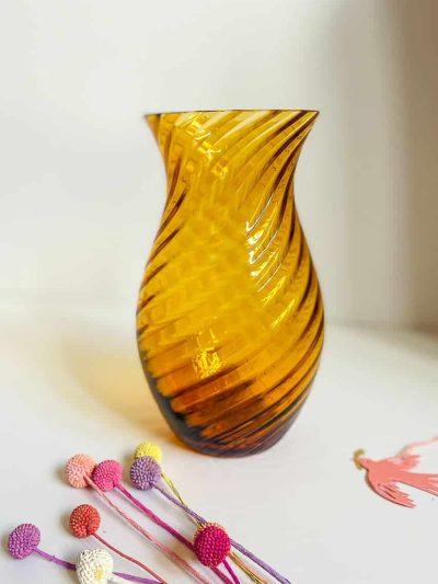 anna von lipa oslo vase swirlvase mundblæst glas i mørk amber