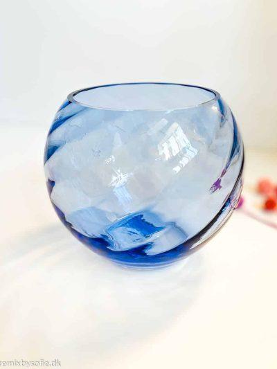 anna von lipa kugle vase i swirl lyseblå