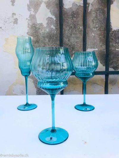 vinglas, mundblæste rødvinsglas i turkis