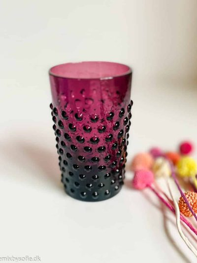 anna von lipa, anna von lipa pindsvine glas, pindsvineglas, vandglas, drikkeglas, glas i pindsvineglasanna von lipa pindsvine glas i mørk violet