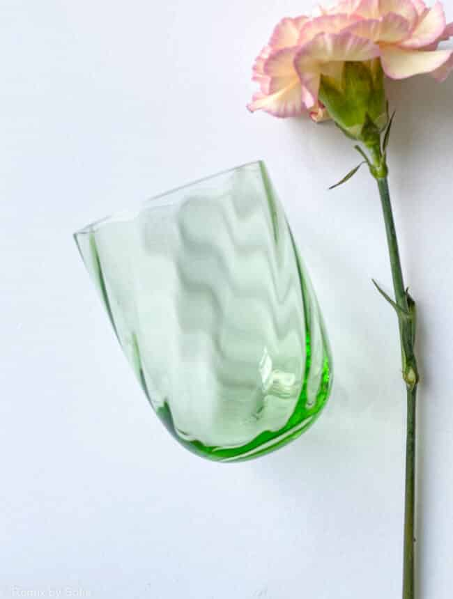 swirl glas i lysegrøn, anna von lipa mix & match, swirl glas, wawe glas, harlekin glas, tumbler, vand glas, drikkeglas, drinking glass, anna von lipa glas, remix by sofie anna von lipa forhandler,