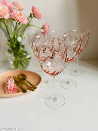 anna von lipa, anna von lipa hvidvinsglas, vinglas, hvidvinsglas, lyserødt vinglas, swirlglas, vinglas i swirl,limoux