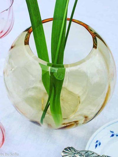 anna von lipa vase, swirl vase, glas vase, mundblæst vase, ravfarvet vase, lys ambervas