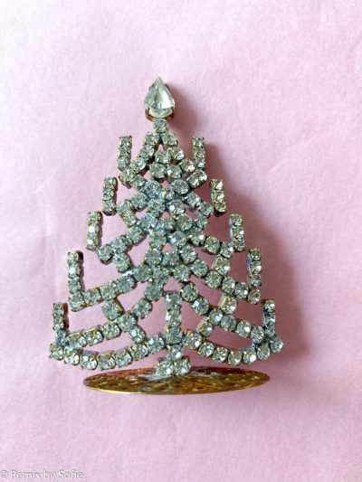rhinstens juletræ, rhinstenstræ, juletræ i rhinststen, vintage juletræ, juletræ i vintagesten, vintage rhinstone, juletræer i sten, julepynt,christmas tree rhinstones, christmas ornament, Czech christmastree, remix by sofie,rhinstensjuletræ, julepynt, vintagejul, juletræ fra tjekkiet, tjekkiske jul, czech ornaments