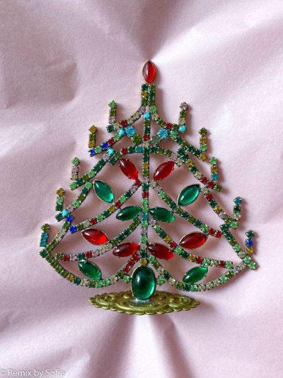 rhinstens juletræ, rhinstenstræ, juletræ i rhinststen, vintage juletræ, juletræ i vintagesten, vintage rhinstone, juletræer i sten, julepynt,christmas tree rhinstones, christmas ornament, Czech christmastree, remix by sofie,rhinstensjuletræ, julepynt, vintagejul, juletræ fra tjekkiet, tjekkiske jul