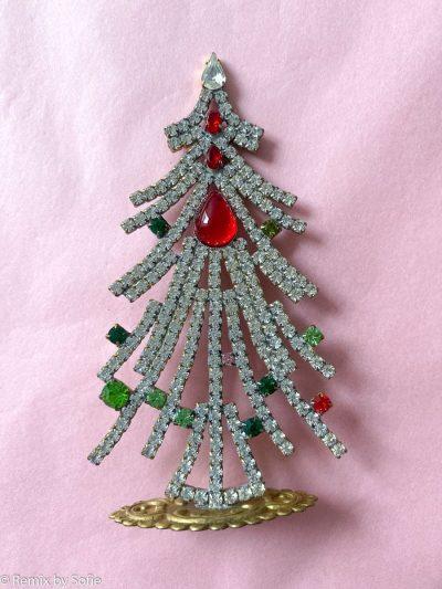 rhinstens juletræ, rhinstenstræ, juletræ i rhinststen, vintage juletræ, juletræ i vintagesten, vintage rhinstone, juletræer i sten, julepynt,christmas tree rhinstones, christmas ornament, Czech christmastree, remix by sofie,rhinstensjuletræ, julepynt, vintagejul, juletræ fra tjekkiet, tjekkiske jul, czech ornament