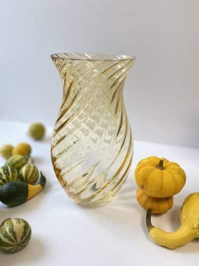 anna von lipa, anna von lipa vase, swirlvase, swirl vase, farvet glas, twisted glass, oslo vase, blomstervase, flowervase, mundblæst glass. mundblæst vase