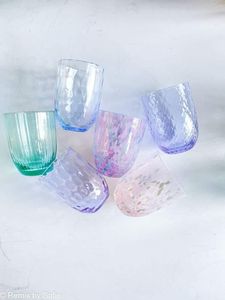 anna von lipa, remix by Sofie, anna von lipa glas, mundblæste glas, handblown glass, glas, drikkeglas, vandglas, farvede glas, mix og matck glas, mix & matck glas, tumbler, wawe glas, swirk glas, harlekin glas, spiral glas, bambus glas, oliveglas, borddækning