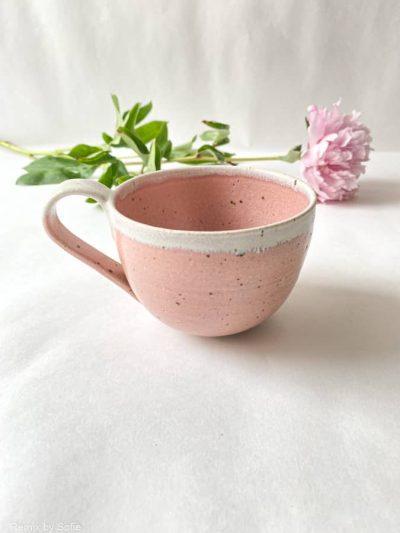 kop i rosa glasur, sofie koppen, keramik kop, ibens keramik, stentøjs kop, bordækning, bedste koppeform, bordækning, ynglingskop, kop i pasteller, kop med splash, kop med løbeglasur,