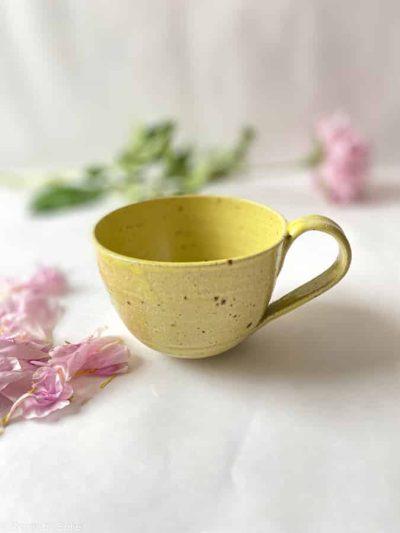 kop i gul glasur, sofie koppen, keramik kop, ibens keramik, stentøjs kop, bordækning, bedste koppeform, bordækning, ynglingskop, kop i pasteller, kop med splash, kop med løbeglasur,